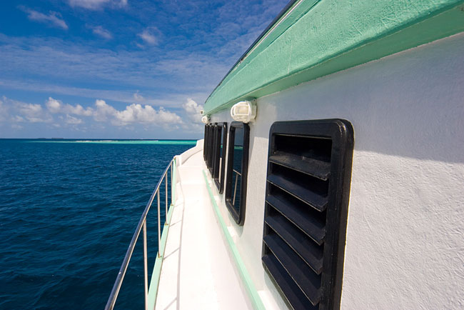http://www.cruisemaldives.co.uk/images/stories/cruise/tropic-breeze/tropic-breeze-2.jpg