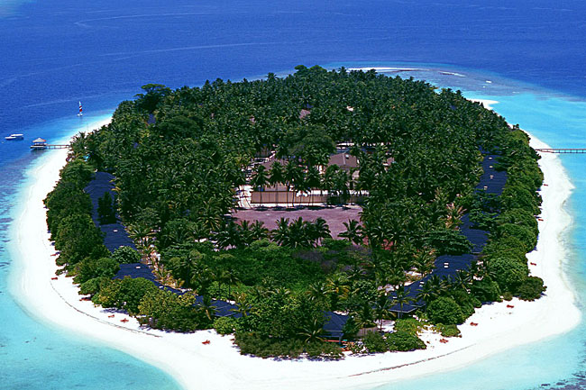 http://www.cruisemaldives.co.uk/images/stories/resorts/royal/royal_island_1.jpg